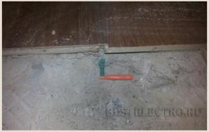 Обрыв в месте пробоя кабеля дюбелем